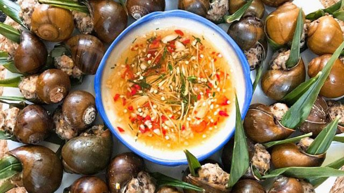 Ốc nhồi vietnamien – L'escargot farci avec la viande de porc moulue