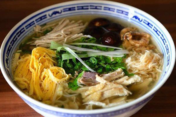 Soupe de Bun thang – une spécialité de Hanoi