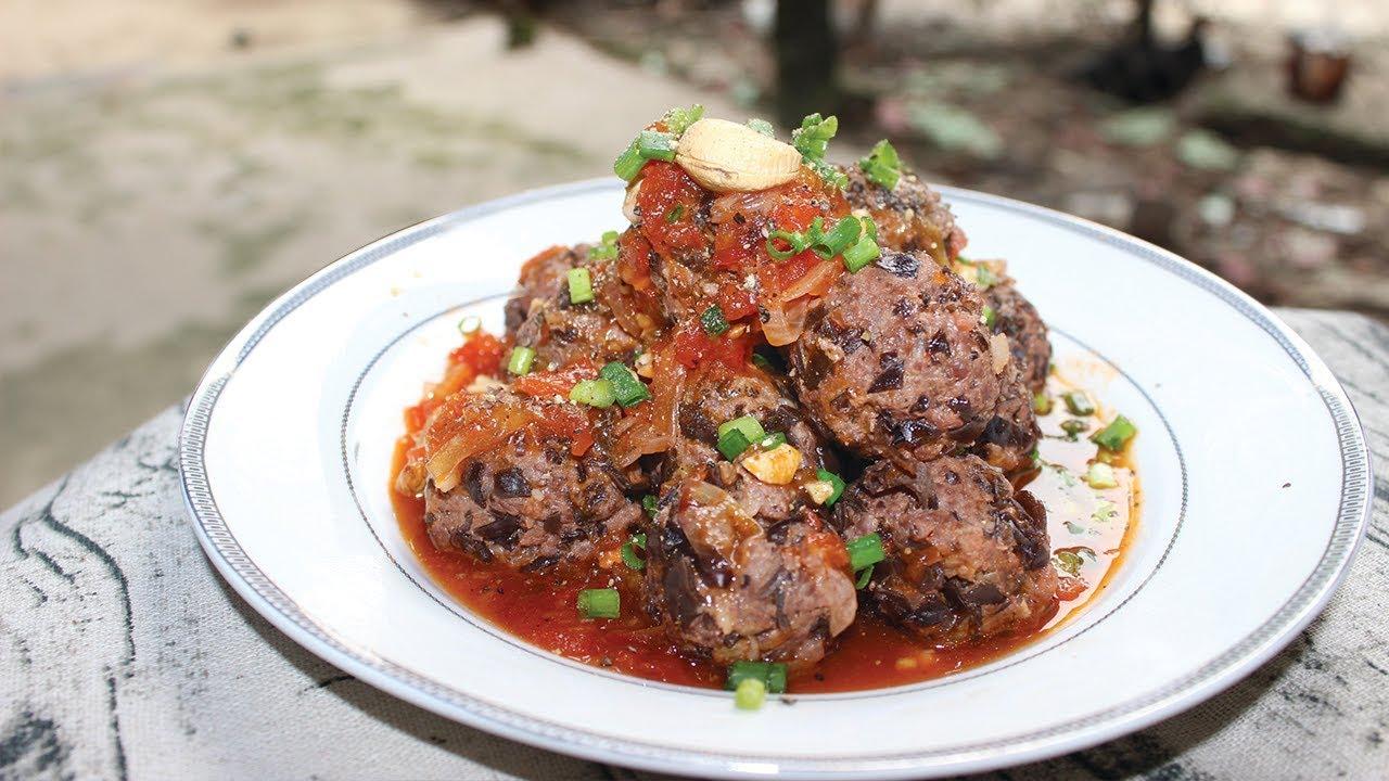 Boulettes de viande de porc hachée aux tomates